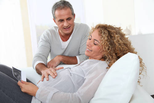Ciąża po 40. – czy warto tak długo czekać na cud narodzin?