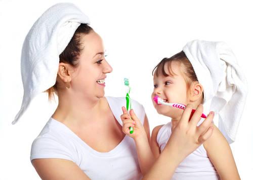 Higiena jamy ustnej u dzieci – nie tylko pasta i szczoteczka!