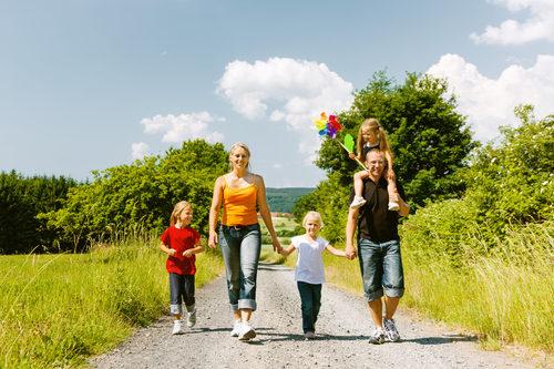 5 rzeczy, które trzeba zabrać na wiosenny spacer z dzieckiem!