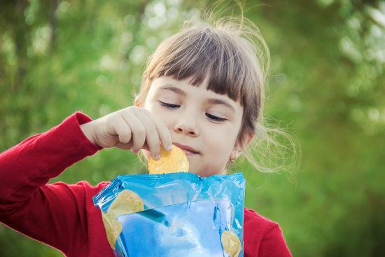 Gofry, frytki, lody – dieta wakacyjna Twojego dziecka, która może mieć fatalne skutki!