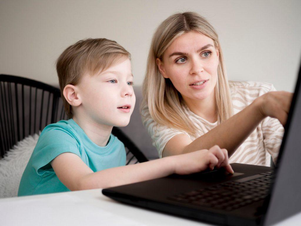 praca zdalna a opieka nad dzieckiem